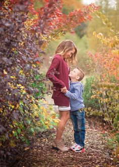 mom and son photography, mommy and me photography ideas, fall family photography, what to wear for fall photos, what to wear for photo session, pictures of fall foliage
