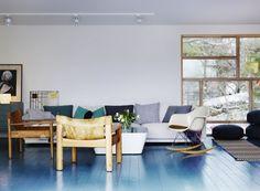 more blue floor living room Painted Hardwood Floors, Interior Design Blogs, Sweden House, Blue Floor, Floor Colors, Deco Design, Scandinavian Home, Colorful Interiors, Living Spaces