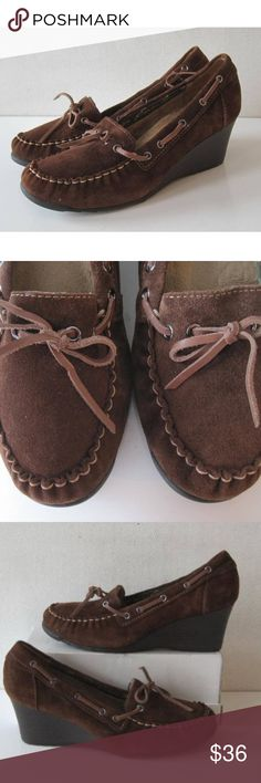 "EDDIE BAUER Womens Shoes Sz 10 Heels Wedge Boat EDDIE BAUER Womens Shoes. Tabatha  Size: 10M Heels - 2.5""  Leather Upper  Condition: good pre-owned Eddie Bauer Shoes Heels"