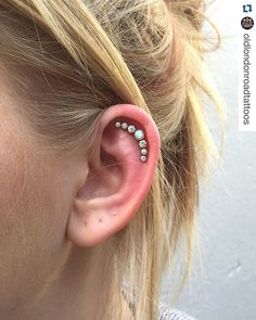 #Repost @oldlondonroadtattoos - Simple and stunning  ・・・ Absolutely gorgeous seven stone cluster from the lovely folks at Anatometal, more available in stock that would make a perfect gift for Christmas or for your fresh and healed piercings! We also have gift vouchers available, perfect for Christmas  #anatometal #cluster #piercing #bodypiercing #bodypiercer #kingston #kingstontattoos #oldlondonroad #giftvoucher #gift #voucher #christmas #studentdiscount #ukpiercer #professionalpierc...
