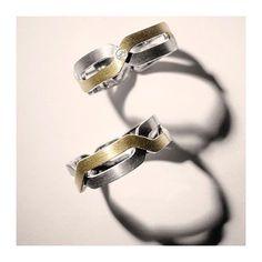 """""""Eu te diria boa noite até que amanhecesse o dia"""".  #boanoite #amorverdadeiro #amordaminhavida #joias #renatarose #joiasparaamar #designdejoias #joalheriacontemporanea #aliançasrenatarose #alianças #aliançasperfeitas #aliançaspersonalizadas #aliançadecasamento #weddingring #casamento #casamentodeluxo #wedding #noivas #noivos #bridestyle #voucasar #inspiracaodecasamento #inesquecivelcasamento #noivasrj #euamocasamento #joiasparanoivas"""