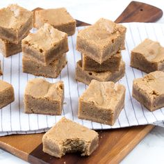 Blondies (Laura's Bakery) Sweet Desserts, Sweet Recipes, Cake Recipes, Dessert Recipes, Blondie Brownies, Brownie Cake, Mini Cakes, Cupcake Cakes, Recipes