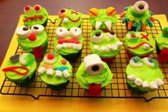 Critter Cake - cupcakes