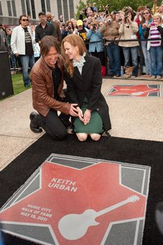 Keith Urban gets inducted into The Music City Walk of Fame.  This honor is awarded to those who have made a significant contribution to the music industry.