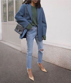 Women Casual Jeans Outfit Light Blue Ripped Jeans Casual Outfits With Jeans Casual Garden Party Attire Smart Casual Girls Grey Pants Casual Outfit Mens Casual Warm Outfits Outfit Jeans, Blazer Outfits Casual, Lässigen Jeans, Casual Jeans, Simple Outfits, Jean Outfits, Cute Outfits, Mom Jeans, Blazer Jeans