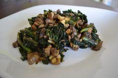 Simple Sauteed Kale | My Momma Told Me2 cups chopped kale 3/4 cup vegetable stock 1/2 cup chopped Crimini mushrooms 2 cloves garlic, minced 1 teaspoon no-salt seasoning (like Frontier Salt-Free Organic All-Purpose Seasoning Blend)