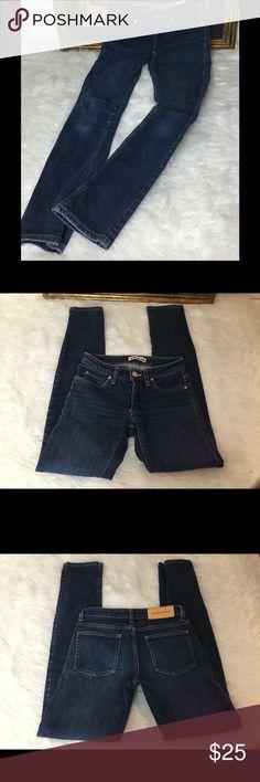 "Anthopologie Pilcro Jeans Sz 28 Anthopologie Pilcro Jeans Sz 28. Waist 14""inseam 27"". Rise 8"". In good shape. Anthropologie Jeans Skinny"
