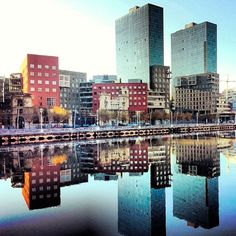 Bilbao a través de Instagram en 100 fotografías_www.bilbaoarchitecture.com Great Places, Places To See, City Museum, Basque Country, New York Skyline, Instagram, Around The Worlds, Trips, Homeland