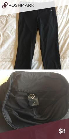Aeropostale crop exercise pants Barely worn Aeropostale workout pants. End right after the knee and include a small waistband pocket. Pants Capris
