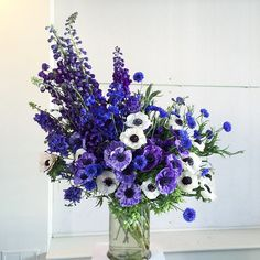 Newest Pictures Blue Flowers ilustrations Ideas Blue colour is everlastingly appointed with the deity as a method to obtain delight. Flower Bouquet Pictures, Blue Flowers Bouquet, Delphinium Flowers, Hydrangea Flower, Purple Flowers, Delphiniums, Blue Flower Arrangements, Flower Centerpieces, Flower Decorations