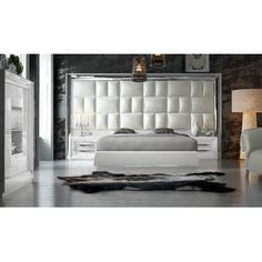 Everly Quinn This beautiful bedroom set has a wonderful light color that makes your room appear bright and spacious. The color of this bed is white and it has an upholstered headboard with faux leather. 5 Piece Bedroom Set, Bedroom Size, Master Bedroom, Platform Bedroom, Upholstered Platform Bed, Bedroom Furniture Sets, Home Decor Bedroom, Bedroom Ideas, Luxury Bedroom Design