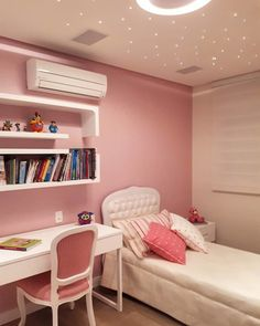 8 accessories that make you want to have a pastel room! Teen Bedroom Designs, Room Design Bedroom, Room Ideas Bedroom, Bedroom Decor For Small Rooms, Study Room Decor, Jugendschlafzimmer Designs, Pastel Room, Small Room Design, Luxurious Bedrooms