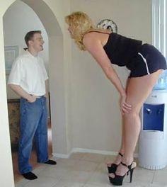 Große Frau dominiert Mann