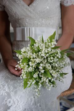 white and greenery bridal bouquet