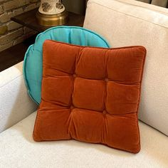 #midcentury #tuftedpillow in this fabulous rust colored velvet. Available in Etsy! ✨ Rust Color, Mid Century, Velvet, Throw Pillows, Etsy, Toss Pillows, Cushions, Decorative Pillows, Decor Pillows