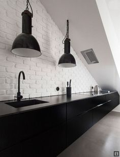 TREND SCOUT: Black kitchens. The Pallet Apartment via Bydleni iDNES/Desire to Inspire.