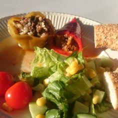 Zeytinyagli Biber Dolmasi – skønne fyldte peberfrugter. Fyldte peberfrugter er en virkelig delikatesse i Tyrkiet og variationerne er mange. Du skal unde dig selv at smage dem.Eller lave dem selv.Opskriften er her