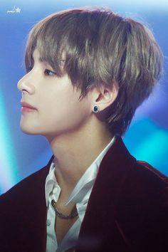 Korean Boy, V Taehyung, Bts Group, Bts Members, Daegu, K Idols, Music Awards, Jimin, Handsome
