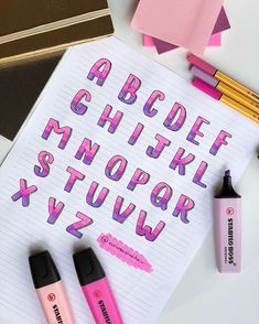 The complete alphabet of this style of writing you both asked for 💕🌸☂️. Bullet Journal School, Journal Fonts, Bullet Journal Notes, Bullet Journal Writing, Bullet Journal Ideas Pages, Bullet Journal Inspiration, Bullet Journal Lettering Ideas, Lettering Tutorial, Hand Lettering Alphabet