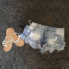 DENIM SHORTS☀️ Pre loved, but perfect condition. No stains or damage. Perfect for the summer! Tag says size 7 but I wear a 5/6 and they fit me. Make an offer! Shorts Jean Shorts