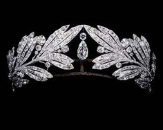 Laurel leaf tiara owned by Marie Bonaparte, Cartier Paris, Platinum and diamonds. This tiara was among the jewels ordered by Bonaparte for her wedding. Royal Crowns, Royal Tiaras, Tiaras And Crowns, Pageant Crowns, Royal Jewelry, Jewelry Art, Antique Jewelry, Vintage Jewelry, Geek Jewelry