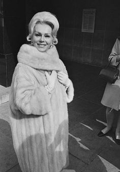 Eva Gabor - Actresses From The You Forgot You Loved - Photos Old Hollywood Glamour, Golden Age Of Hollywood, Classic Hollywood, Gabor Sisters, Zsa Zsa Gabor, Gloria Dehaven, Eva Gabor, Eartha Kitt, Sixties Fashion