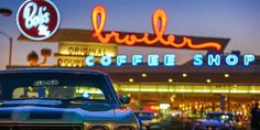 Eat a burger at Hollywood's favorite functioning retro diner #travel #roadtrips #roadtrippers