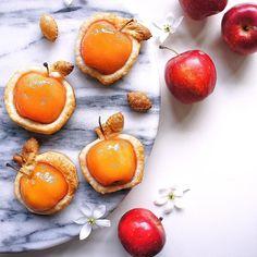 去年の写真ですが… 姫林檎のパイ。 今年も見つけたら、いろんな姫林檎のおやつを作れたらいいなぁと思っています◡̈♥ * * * #振り返りの木曜日 ではないけど #姫林檎#ひめりんご#姫りんご#手作りパイ#アップルパイ#手作りパイ ###applepie #homemadepie * #foodphotography#instafood#おうちカフェ#手作りおやつ#homemade#デリスタグラマー#手作りお菓子#コッタ#Still_Life_Gallery #cupcakeproject#tv_stilllife#igersjp#今週もいただきます#foodie#thebakefeed#クッキングラム#おいしい秋見つけた#クッキングラムアンバサダー