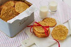 Av og til lager man noen kaker som sjelden rekker innom kakeboksen før de blir spist opp. Havreflarn er slik. Her er oppskriften på knasende gode... Christmas Cookies, Christmas Diy, Fondant Figures, Gluten Free Cakes, Oatmeal Cookies, Marzipan, Cute Cakes, Dessert Recipes, Desserts
