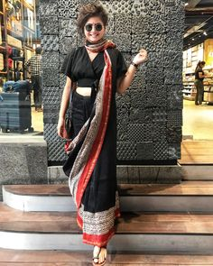 Dress Indian Style, Indian Dresses, Indian Outfits, Indian Clothes, Saree Wearing Styles, Saree Styles, Saree Blouse Patterns, Saree Blouse Designs, Sarees For Girls