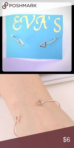 modern triangle gold bracelet gold plated bracelet with triangle design. material is zonc alloy. Jewelry Bracelets
