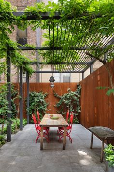 The Stunning Revival of a NYC Townhouse by O'Neill Rose Architects - Pergola Ideas Diy Pergola, Metal Pergola, Wooden Pergola, Outdoor Pergola, Pergola Kits, Outdoor Rooms, Outdoor Decor, Pergola Ideas, Patio Ideas