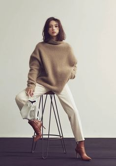 Nadire Atas on Fashionista At Large Cozy Fashion, Punk Fashion, Fashion Pants, Winter Fashion, Fashion Outfits, Womens Fashion, Minimal Chic, Minimal Fashion, Keiko Kitagawa