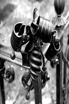 """Bild """"Schmiedekunst"""" in SW Fotografie von Jörg Schubert / schubertj73. Weitere Bilder auf Kunstblog https://www.chanceforum.de/blog/ Picture """"forged art"""" in BW photography by Jörg Schubert / schubertj73. More pictures on art blog https://www.chanceforum.de/blog/   #schmiedekunst #schubertj73 #art #kunst #fotografie #photography #foto #photo #forget #nb #bw #noir #blanc #schwarzweiß #zwartwit #sw #schwarz #weiß #black #white #monochrome #camaieu #monocromo"""