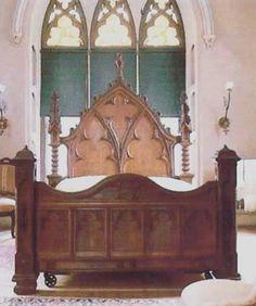 Royal gothic half tester bed design style tudor jacobean for Casa revival gotica