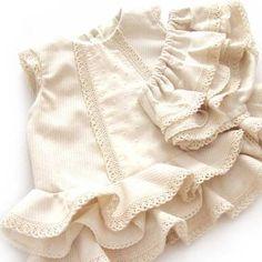 Baby flamenco dress DIY - Tutorial and pattern Baby Outfits, Little Girl Outfits, Little Girl Dresses, Kids Outfits, Kids Dress Wear, Diy Dress, Kids Wear, Baby Girl Fashion, Toddler Fashion