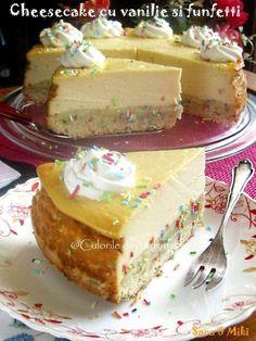 Ingrediente blat de biscuiti: * 200 g de biscuiti Petit Beurre * 100 g unt Cake Recipes, Dessert Recipes, Food Cakes, Cheesecakes, Vanilla Cake, Delicious Desserts, Gingerbread, Biscuits, Sweet Tooth