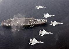 共同訓練する米空母「カール・ビンソン」と航空自衛隊のF15戦闘