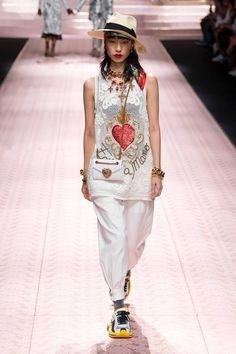 00e6fbb7 Dolce & Gabbana S/S 2019 Look 15 Spring Fashion Trends, Milan Fashion Weeks