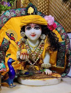 Krishna Leela, Krishna Hindu, Bal Krishna, Krishna Statue, Jai Shree Krishna, Hindu Deities, Krishna Songs, Hinduism, Tanjore Painting