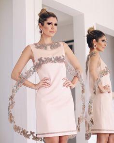 Amo vestido bem diferentes e este da @artesacra para @maisanmarsalli com sobreposição ganhou meu  Chique na medida certa! Detalhe para os bordados todos feitos à mão!  Eu amei demais e vocês? #elasamamartesacra Casual Dinner, Shirt Jacket, Women's Fashion Dresses, Dress Skirt, Dubai, Kimono, Formal Dresses, Blouse, Womens Fashion