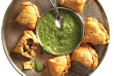 Chicken And Prawn Curry, Curry Shrimp, Cilantro Chutney, Tamarind Chutney, Best Indian Recipes, Ethnic Recipes, African Recipes, Indian Samosas, Oven Dried Tomatoes
