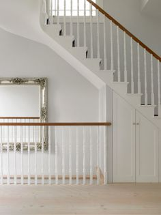 House in Wimbledon is a remodel and extension of a semi-detached Victorian house by Stephen Fletcher Architects, situated in Wimbledon, London, England. Victorian Stairs, Victorian Terrace House, Victorian Bedroom, Victorian Homes, Victorian Townhouse, Modern Victorian, Townhouse Interior, Interior Stairs, Semi Detached