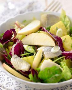 Een salade, rechtstreeks uit Scandinavië! Heerlijke friszure smaken in een lekkere combinatie. Een lichte lunch met haring, appel en frisse dressing.