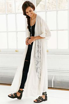 Band Of Gyspies Beautiful Crochet Kimono- Cream from Urban Outfitters. Shop more products from Urban Outfitters on Wanelo. Bohemian Mode, Bohemian Style, Boho Fashion, Spring Fashion, Gypsy Crochet, Lace Kimono, Inspiration Mode, Beautiful Crochet, Ideias Fashion