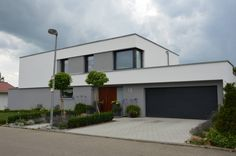 The single-family house we brought you today is in Aalen in Baden-Württemberg and is characterized by modern understatement. Small Backyard Design, Home Garden Design, Home And Garden, House Design, Window Styles, Mid Century House, Cottage Homes, Future House, Luxury Homes