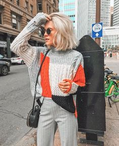 OMG! Awesome sweater and palazzo pants outfit. This is perfect from Spring when there is still a crisp coldness in the air | Hot Trending outfit ideas for women who follow fashion.