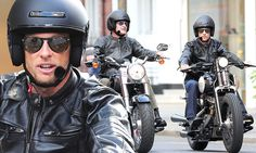 David Coulthard and Jenson Button out on Harley Davidsons London David Coulthard, One Star, Formula One, Race Cars, Harley Davidson, Mens Sunglasses, Buttons, London, Auto Racing