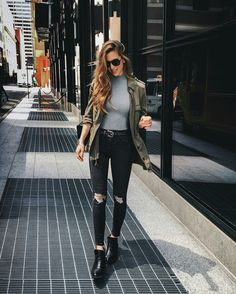 12 Looks com calça preta por Nichole Ciotti Jeans rasgado, jaqueta verde militar, ankle boot, look casual