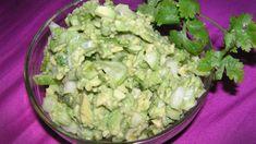 Салат с авокадо и огурцом: легкий и полезный рецепт